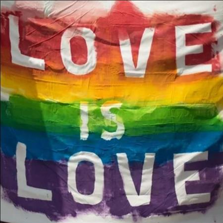 Less love is love canarias