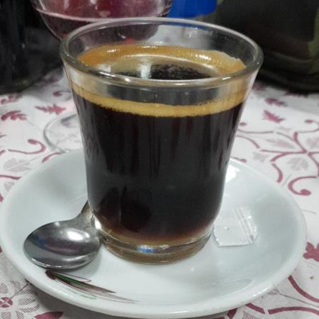Un café y lo que surja
