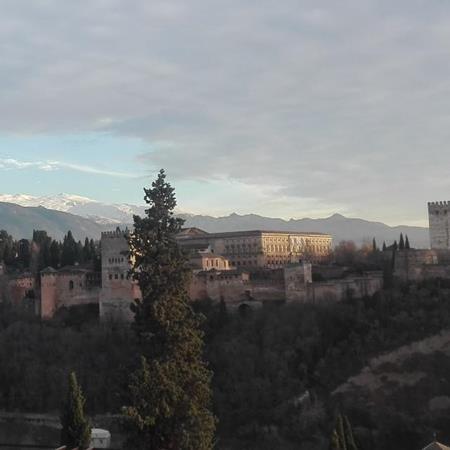 Gente en Granada 20 a 35 años